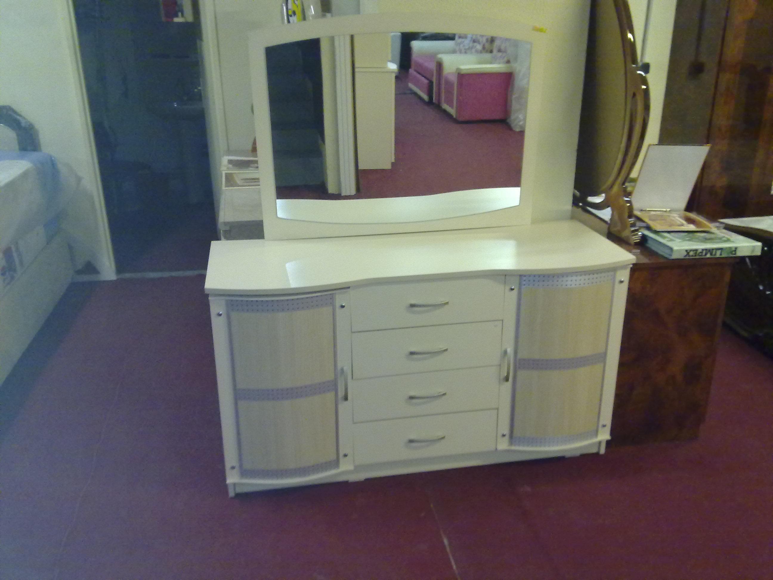 armoires meubles salons literies tapis en ile de. Black Bedroom Furniture Sets. Home Design Ideas